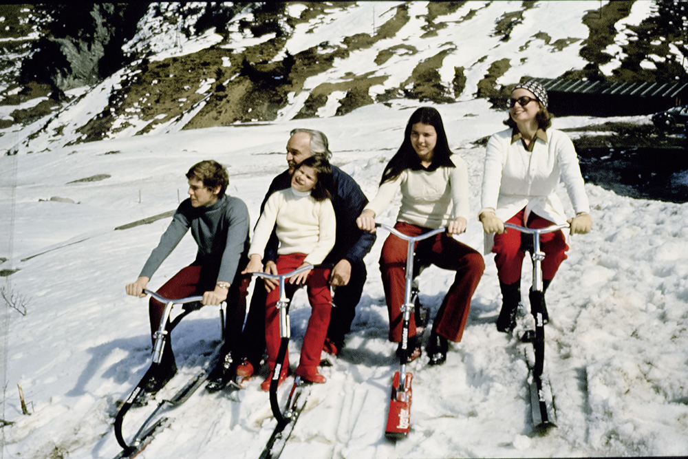 © The Stylish Life - Skiing, published by teNeues; a book review by Finest Holidays S.L.