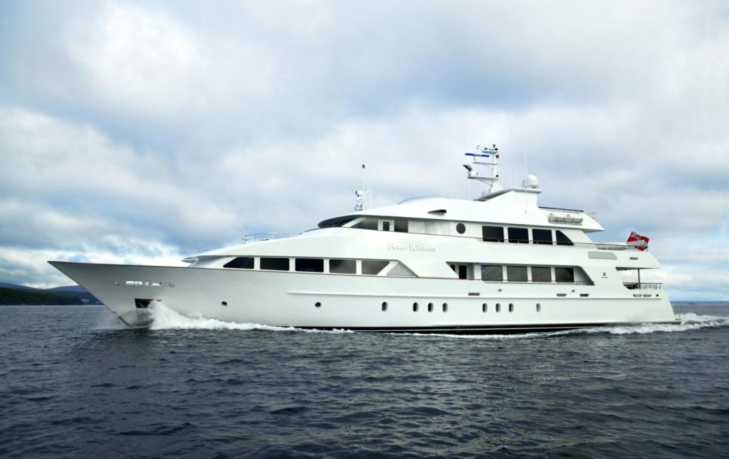 43,9 m Yacht Four Wishes, USD 135,000 p/w + expenses