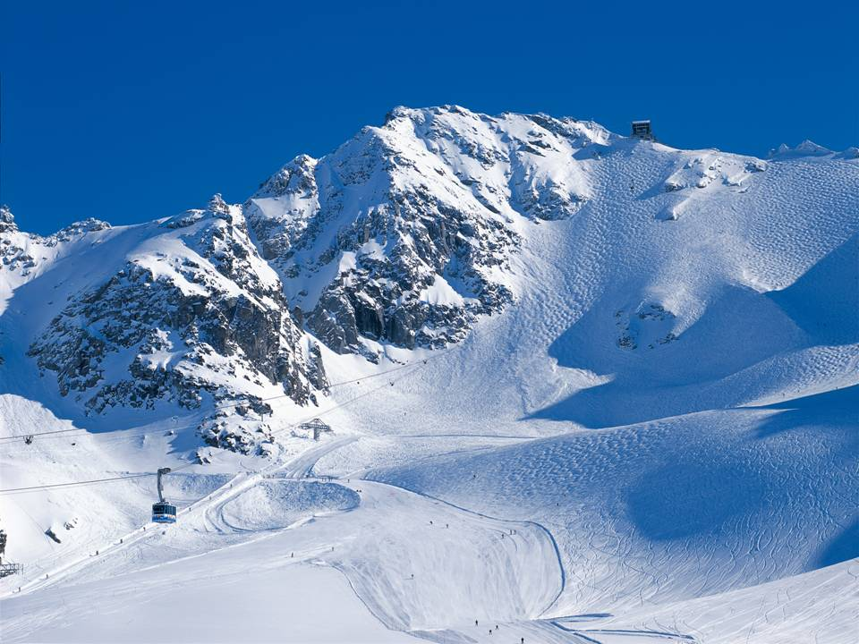 Verbier in the ski area of the 4 Valleys: The arial cable car to Mont Fort (3328 m) with bumping slopes