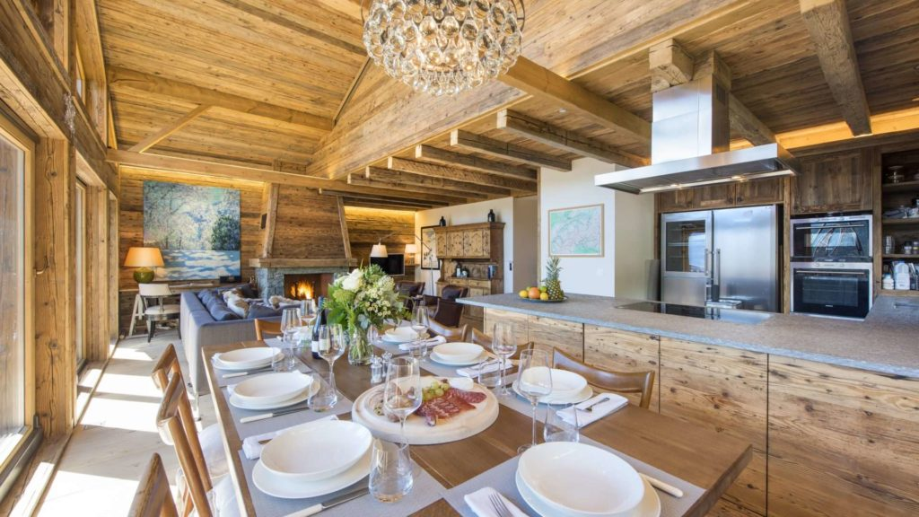 Dining at Chalet Toundra