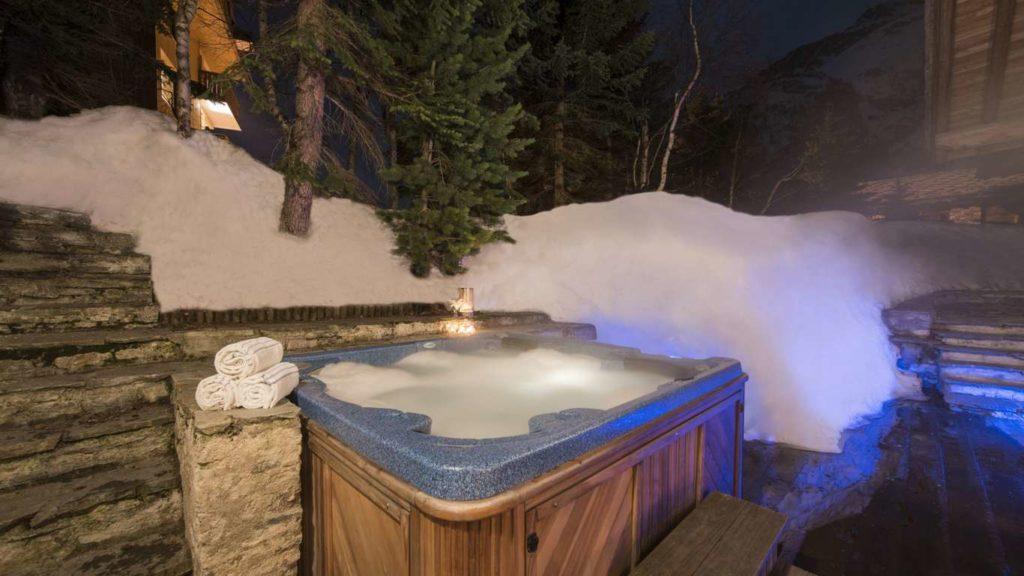 Chalet du Crêt, hot tub
