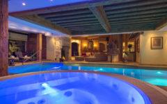 Chalet Makini pool area