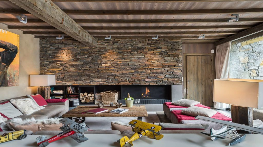 Living are with fireplace