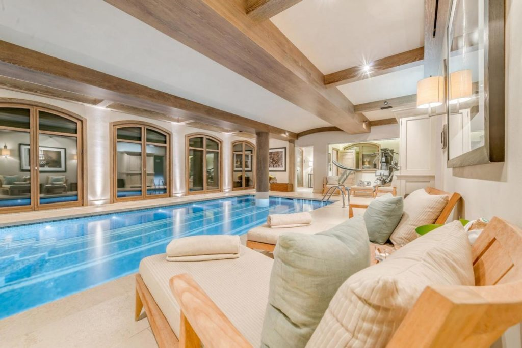 Shemshak Lodge, pool