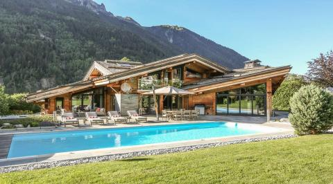 Chalets with swimming pool