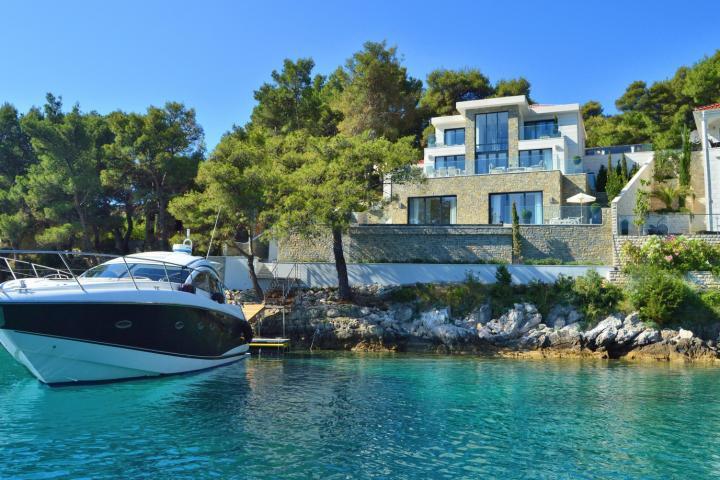 Villa Kivy Brac Island